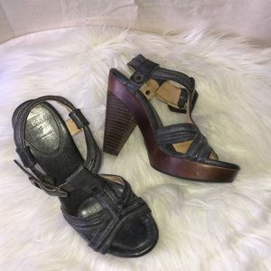 Frye sage trapunto stacked heel platform sandals